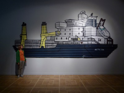 МАКЕ. Arctic Sea. 2009. Профнастил, краска-спрей. 265x600 см. Courtesy Восточная галерея / МАКЕ. Arctic Sea. 2009. Spray paint on corrugated iron. 265x600 cm. Courtesy Vostochnaya gallery